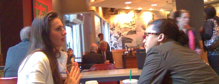 Starbucks is one of Posti salvati di Gardenia.