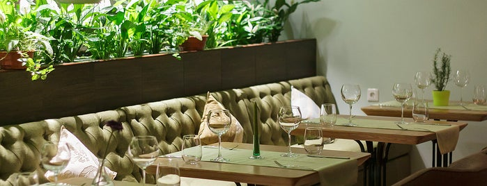 Giardino Restaurant is one of Michael 님이 저장한 장소.