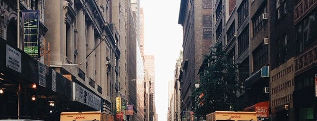 87AM New York is one of Locais curtidos por Adam.