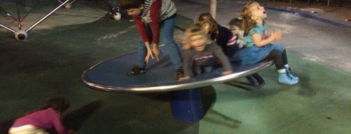 West Thames Playground is one of NEW YORK GEZİ 🗽.