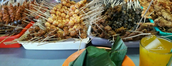 """Warung Asli Suroboyoan """"Cak Mis"""" is one of The most favorite foods in Surabaya."""