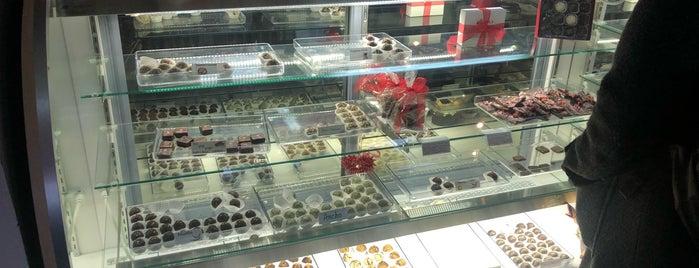 Roni-Sue's Chocolates is one of Orte, die Lynn gefallen.