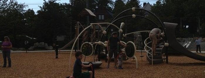 Maple Leaf Park is one of Oremo : понравившиеся места.