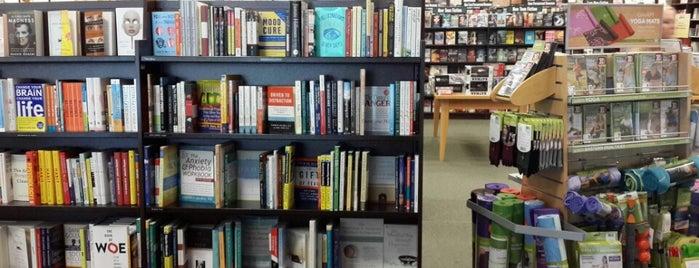 Barnes & Noble is one of Tempat yang Disukai Tunisia.