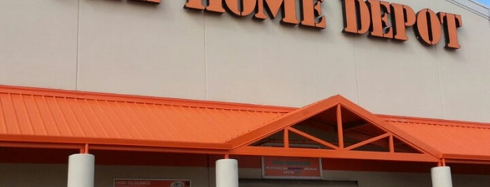 The Home Depot is one of Stephanie 님이 좋아한 장소.
