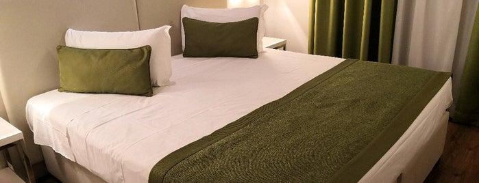 Hotel Colombo is one of Tempat yang Disukai Jackie.