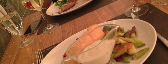 Grey Goose Restaurant & Bar is one of Burger Card.