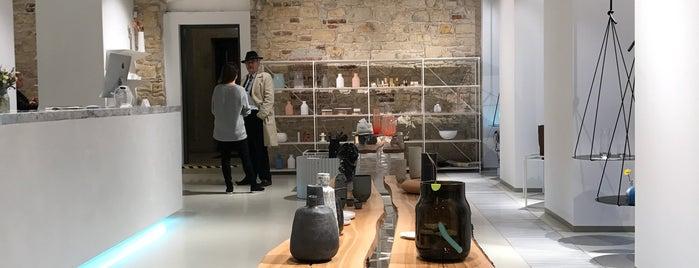 Deelive design store is one of Prague.