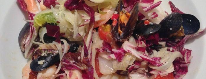 Carluccio's is one of Locais salvos de Marlyn Guzman.