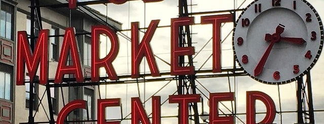 Pike Place Market is one of Seattle Interns: Places.