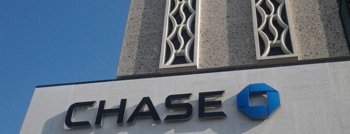 Chase Bank is one of สถานที่ที่ Andrew ถูกใจ.