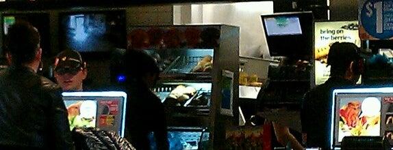 McDonald's is one of Orte, die Dave gefallen.