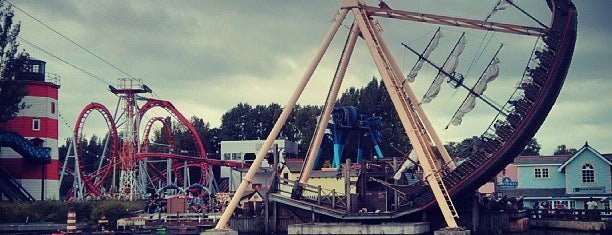 Drayton Manor Park & Zoo is one of UK Tourist Attractions & Days Out.