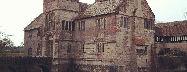 Baddesley Clinton (National Trust) is one of Carlさんのお気に入りスポット.