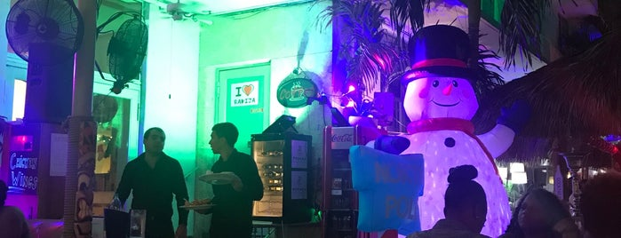 LimeTree Lounge is one of Tempat yang Disimpan Santiago.