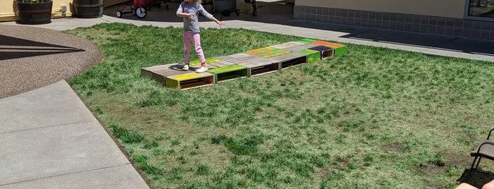 Yerba Buena Gardens Child Development Center is one of Lugares favoritos de Brad.