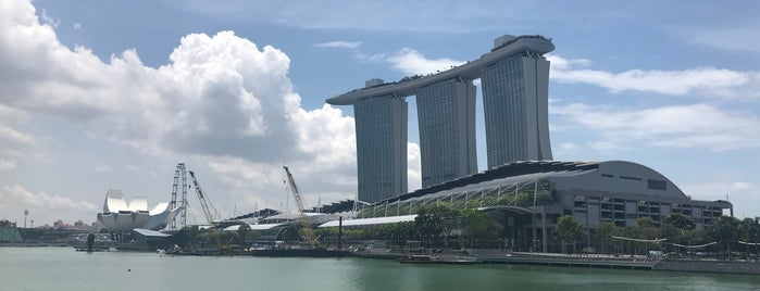 Marina Bay Financial Centre is one of Singapore: business while travelling.