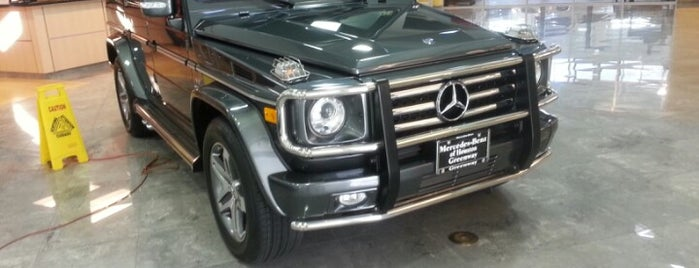 Mercedes-Benz of Houston Greenway is one of Samah 님이 좋아한 장소.