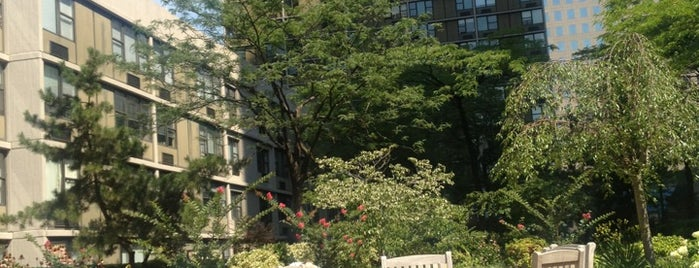Gateway Plaza Roof Garden is one of Orte, die Michael gefallen.