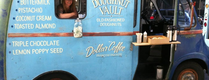 Doughnut Vault Van is one of Nikkia J 님이 저장한 장소.