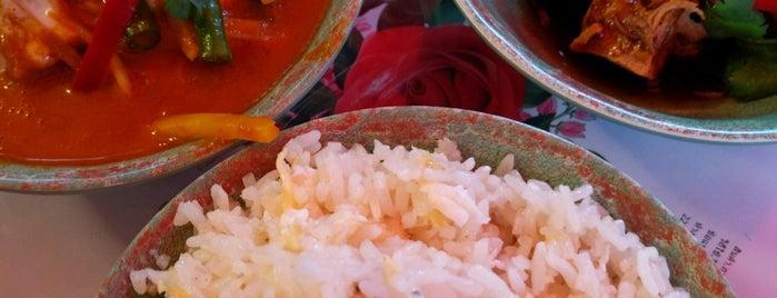 Rosa's Thai Cafe is one of Locais curtidos por Chris.