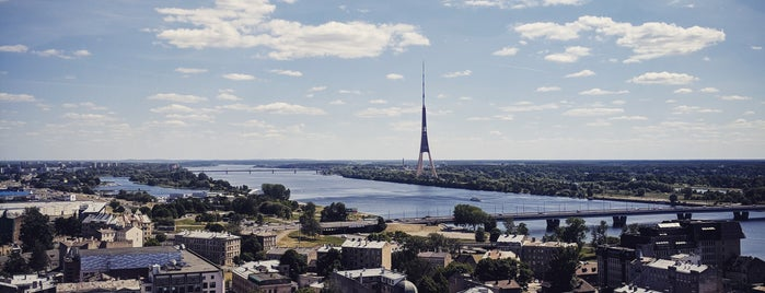 Panorāma Rīga (Latvijas Zinātņu Akadēmijas 17. stāvs) is one of Lugares favoritos de Chris.