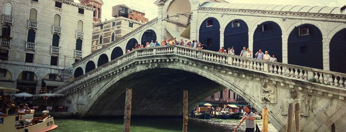 Rialtobrücke is one of Venice.