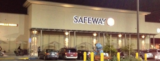 Safeway is one of Danielさんのお気に入りスポット.