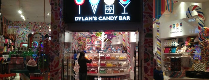 Dylan's Candy Bar is one of Lugares favoritos de Lindsaye.