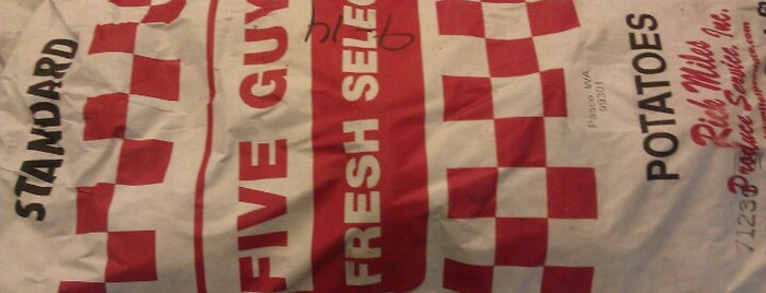 Five Guys is one of Tempat yang Disukai Chris.