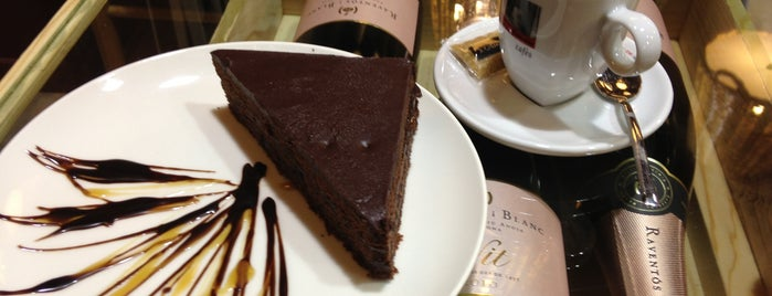 Chocolat-Box is one of Tempat yang Disukai Angels.