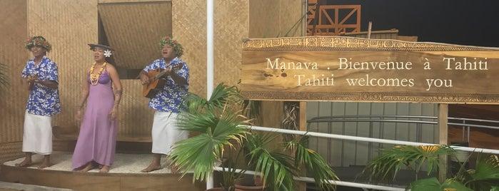 Tahiti-Faa'a International Airport (PPT) is one of Orte, die Sarah gefallen.