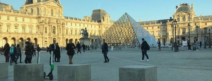Place du Carrousel is one of Orte, die Onur gefallen.