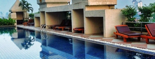 Duangtawan Hotel is one of Kanokporn : понравившиеся места.
