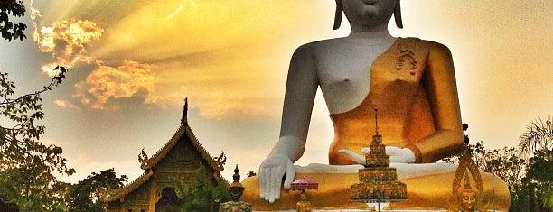 วัดพระธาตุดอยคำ (วัดสุวรรณบรรพต) Wat Phra That Doi Kham is one of Chiang Mai.