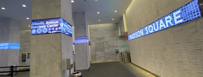 WeWork 575 Fifth is one of Locais curtidos por Lasagne.
