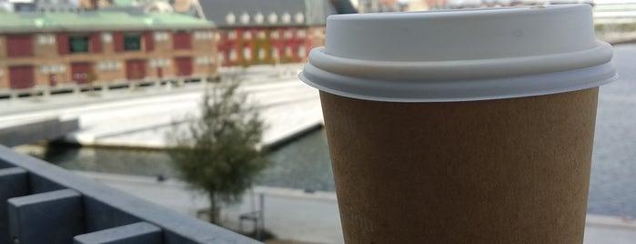 Caféen Dokk1 is one of Lieux qui ont plu à Monica.