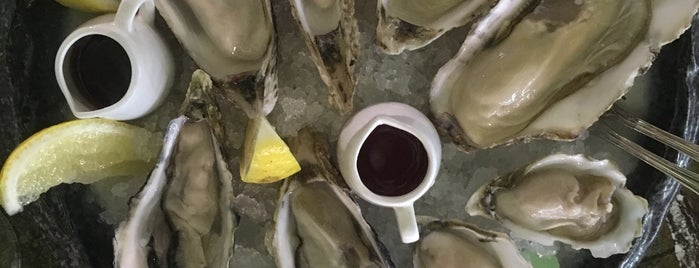 Umi Oysters is one of สถานที่ที่ Nataly ถูกใจ.