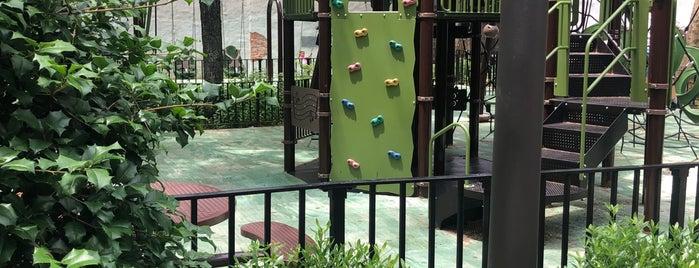 Matthews-Palmer Playground is one of Locais curtidos por Peter.