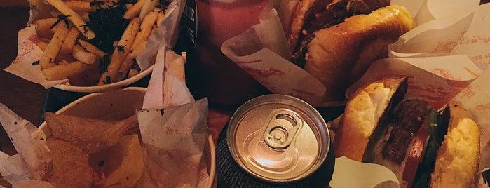 Páprica Burger is one of Lieux qui ont plu à Marina.