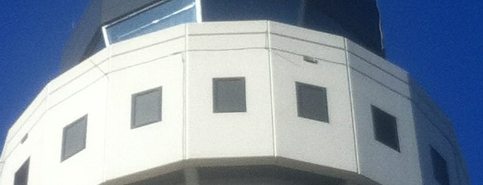 Air Traffic Control Tower is one of Tempat yang Disukai Estefania.