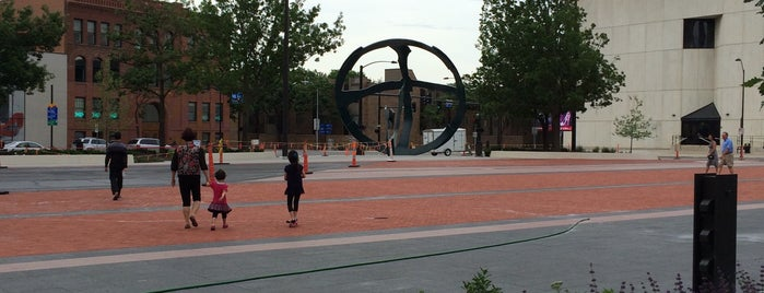 Cowles Commons is one of Evan[Bu] Des Moines Hot Spots!.