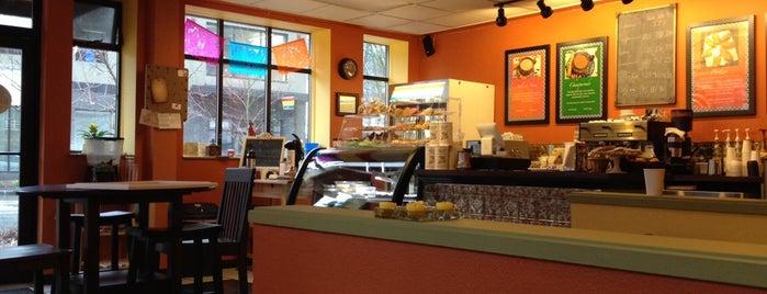 Revolucion Coffee House is one of Locais curtidos por Elena.