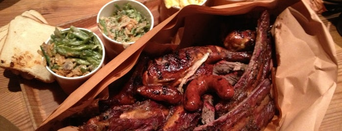 Hill Country Barbecue Market is one of Lieux qui ont plu à Leandro.