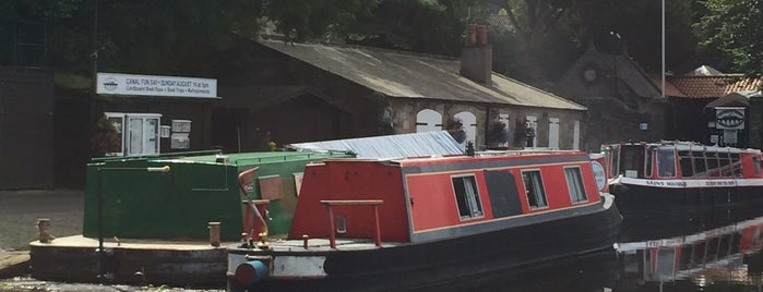 Linlithgow Canal Centre is one of Canal Places UK.
