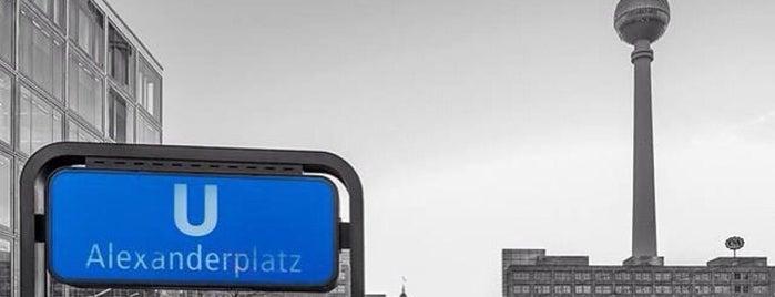 Berlin City Tour – Alexanderplatz is one of Locais curtidos por Julia.