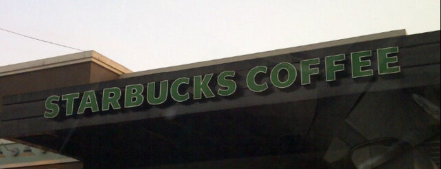 Starbucks is one of Restaurantes Saludables.