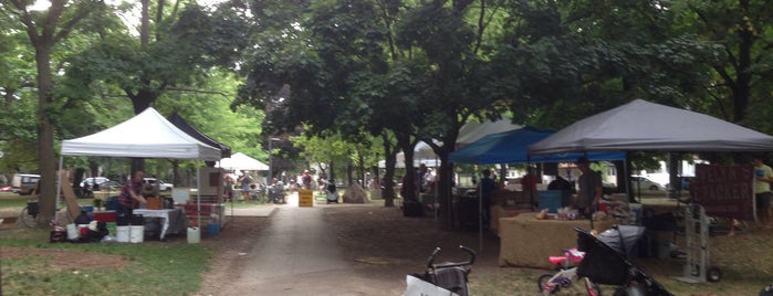 Trinity Bellwoods Farmers Market is one of Lugares favoritos de Matty.