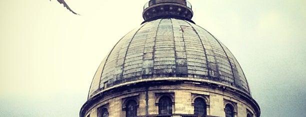 Panthéon is one of Paris.