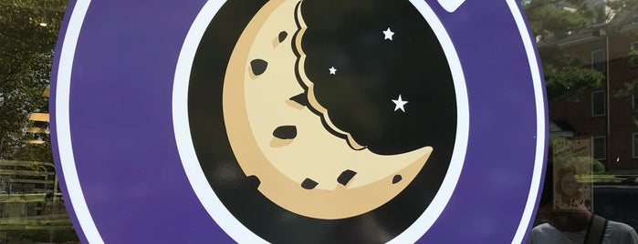 Insomnia Cookies is one of Cristiánさんのお気に入りスポット.